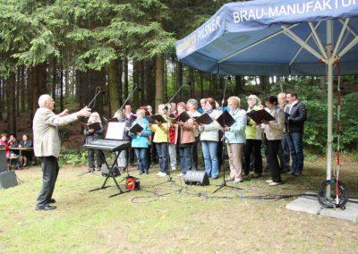 Singen an der Talsperre in Ringenhain